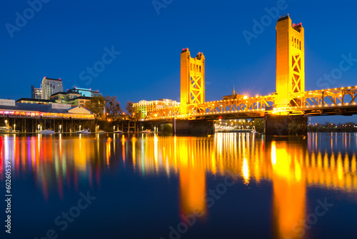 Poster Brug Tower Bridge at night in Sacramento California