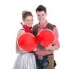 Junges Paar verliebt im Karneval im Cowboy Kostüm