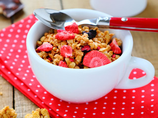 Breakfast cereal with dried fruits