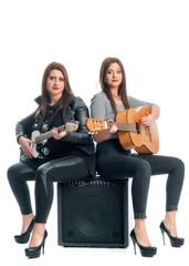 2 Mädchen mit Gitarren