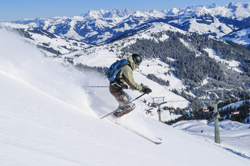 Skifahrer vor grandioser Kulisse