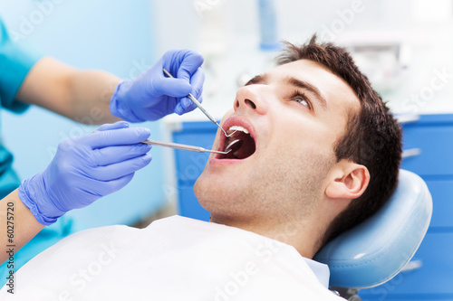 Poster, Tablou Man having teeth examined at dentists