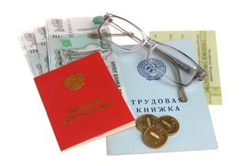 Пенсионные документы, деньги и очки на белом фоне