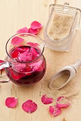 Hausgemachter Rosensirup
