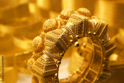 Tuinposter Edelsteen A golden bracelet