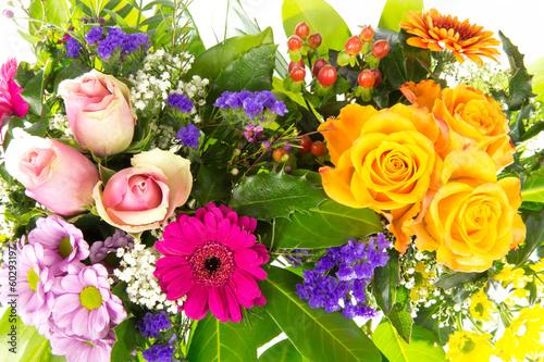 Zwei bunte Blumenstraeusse 5