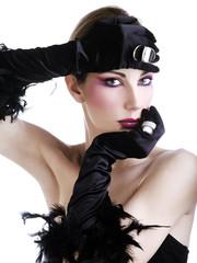Beauty con guasnti neri e anelli