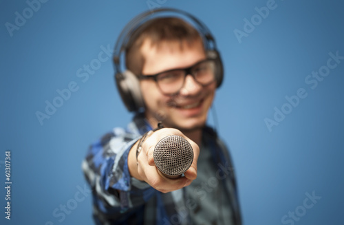 Positive singer or mc sharing microphone