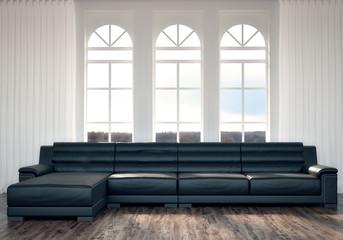 Schwarze Couch vor hellen Fenstern