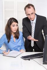 Business Team - Kommunikation im Büro - Geschäftsleute