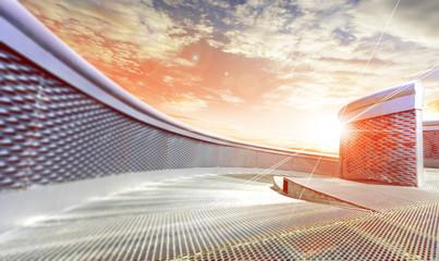 Construccion moderna y puesta de sol