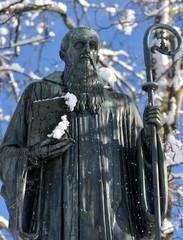 saint benoît ...statue