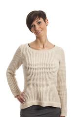 Frau im Pullover auf weiß