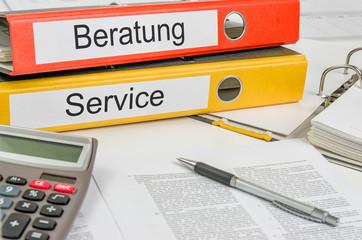 Aktenordner mit der Beschriftung Beratung und Service