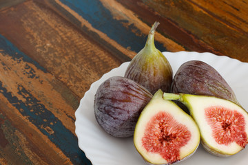 Figs on plate on wooden table