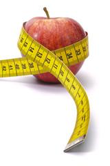 Diät mit Obst und Maßband
