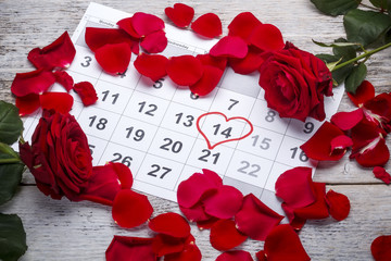 Red roses lay on the calendar