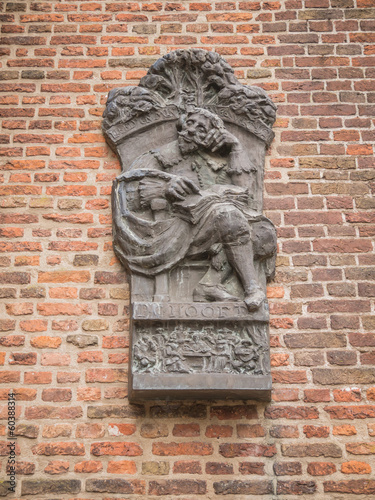 Commemorative sculpture for PC Hooft at Muiden Castle