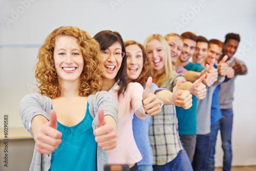 Leinwanddruck Bild Teenager halten Daumen hoch zum Gratulieren