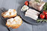 Fototapety lardo salato su fette di pane