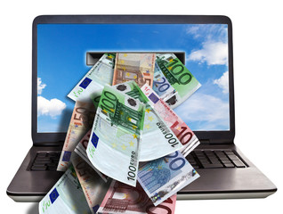 Geldscheine im Laptop