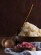 Sauerkraut mit Zwiebeln und Speckwürfel