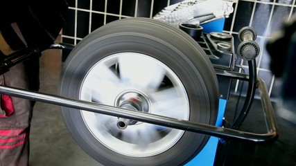 Automotive, balancing of car tire in service