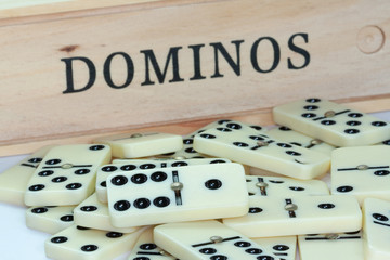 Dominos en vrac