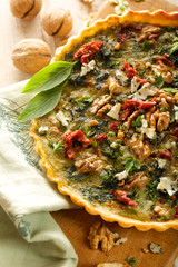Quiche with spinach, sun dried tomato and walnuts