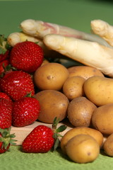 Spargel, Erdbeeren und Kartoffeln