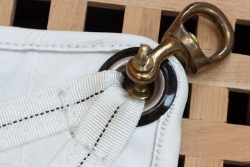 Maritimes Detail, Segel, Schothorn mit Schäkel