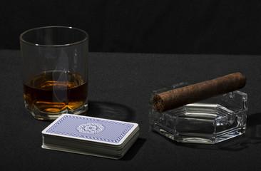 Сигара виски и карты