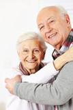 Fototapety Glückliche Senioren tanzen zusammen