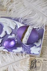 Ostereier in Violett