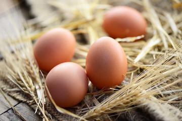 Eier, Stroh