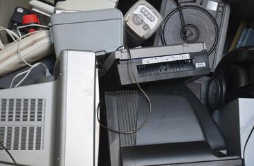 elektroschrott im container