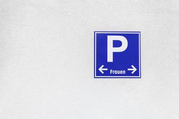 Schild Frauenparkplatz © Matthias Buehner
