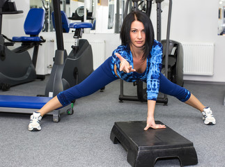 young girl goes in for sports in the gym