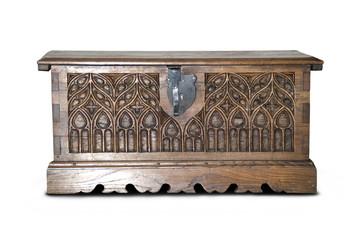 Baúl antiguo de madera tallada