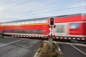 Bahnübergang - geschlossene Schranken