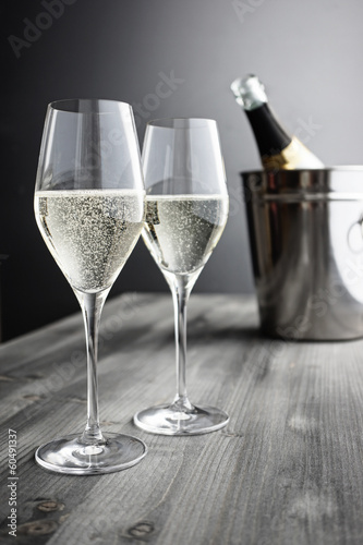 Papiers peints Bar Two glasses of Champagner, Bottle and Cooler