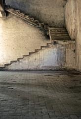 vecchie scale in cemento