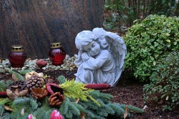 Engel und Grableuchten