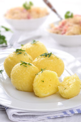 Kartoffelklöße serviert