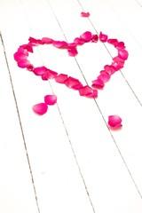 Herz aus Rosenblüten