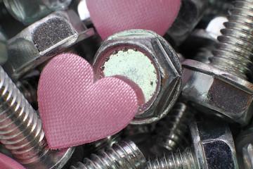 Herzen in Schrauben