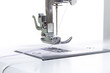 canvas print picture - Nähmaschinenkopf mit Nadel und Faden