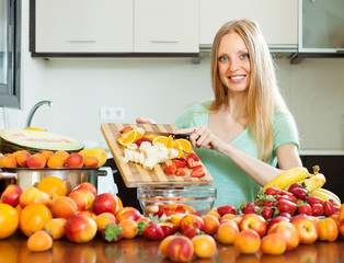 woman cutting fruits for sala