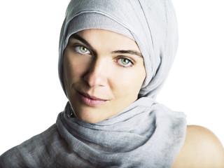 Donna con foulard
