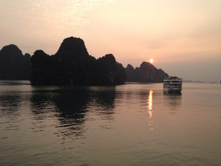 Sunrise Ha Long Bay